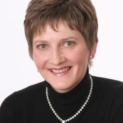Dr Alana  Thackray
